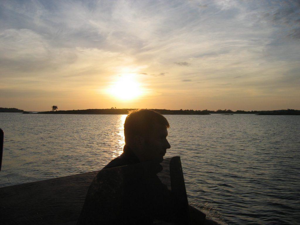 siluett fiskare i sol